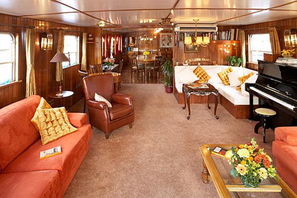 Crucero fluvial canal de borgo a francia de st for Decoracion barcos interiores