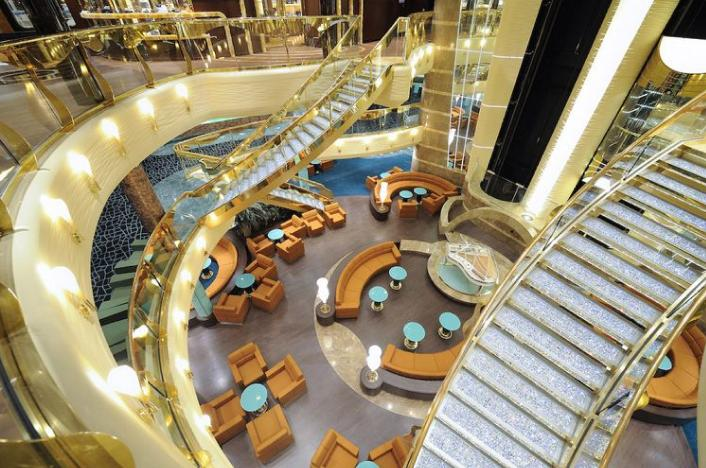 El impresionante Atrium del MSC FANTASIA