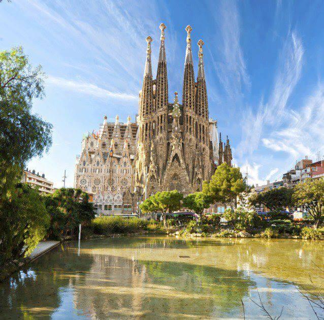 Crucero coraz n mediterr neo desde savona costa for Hoteles familiares en barcelona ciudad